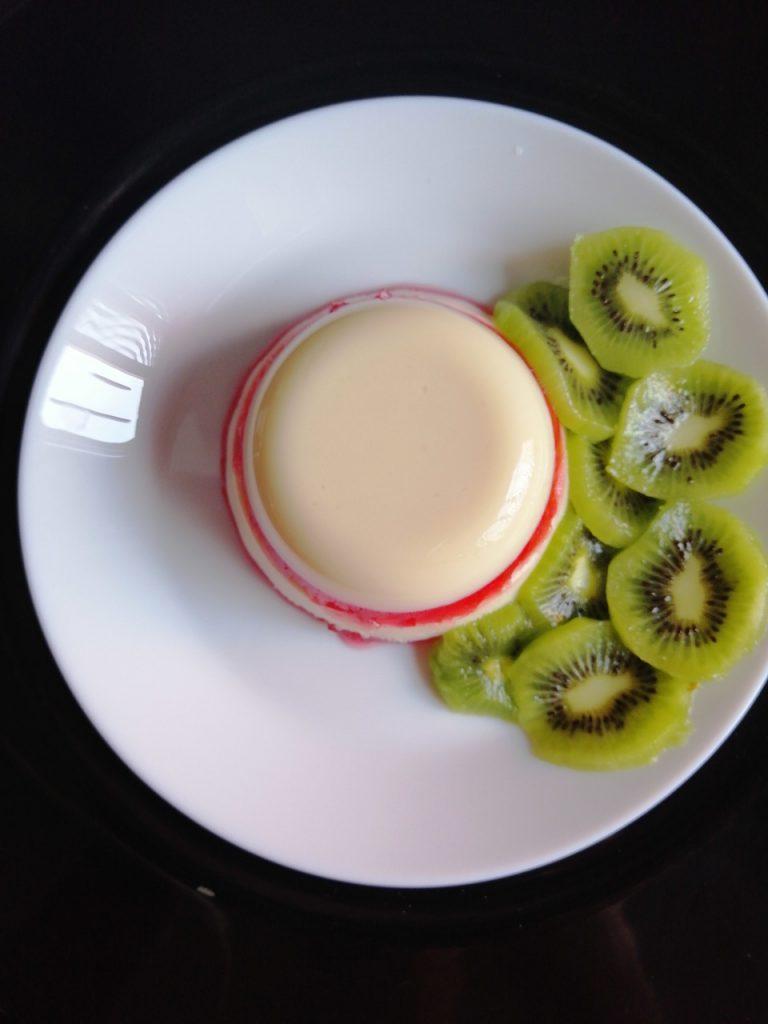 Postre de gelatina dos sabores con kiwi. Gelatina y kiwi
